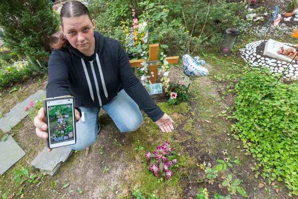 Endlose Tragödie? Antje Emmerlich (28) hat ihre beiden Töchter verloren und muss nun erleben, wie deren Grab weiter geplündert wird