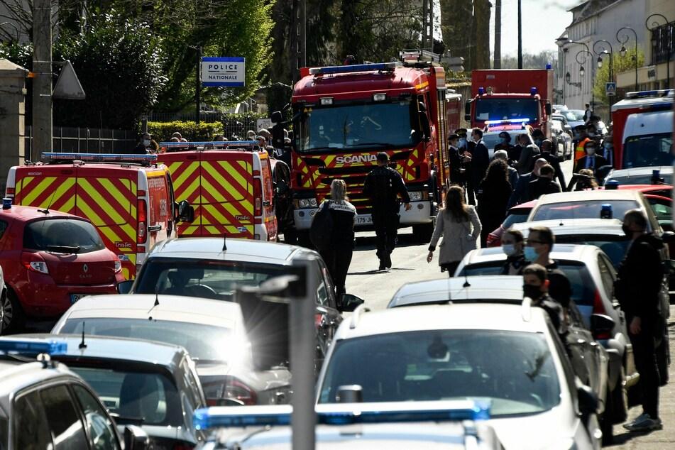 Französische Polizisten und Feuerwehrleute waren im Einsatz.