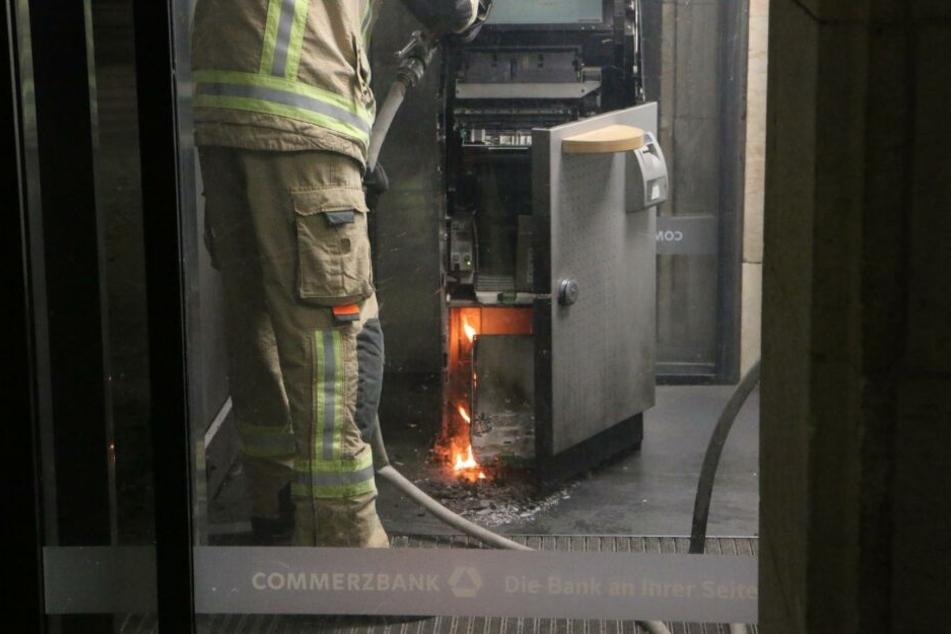 Ein Geldautomat stand in Flammen!