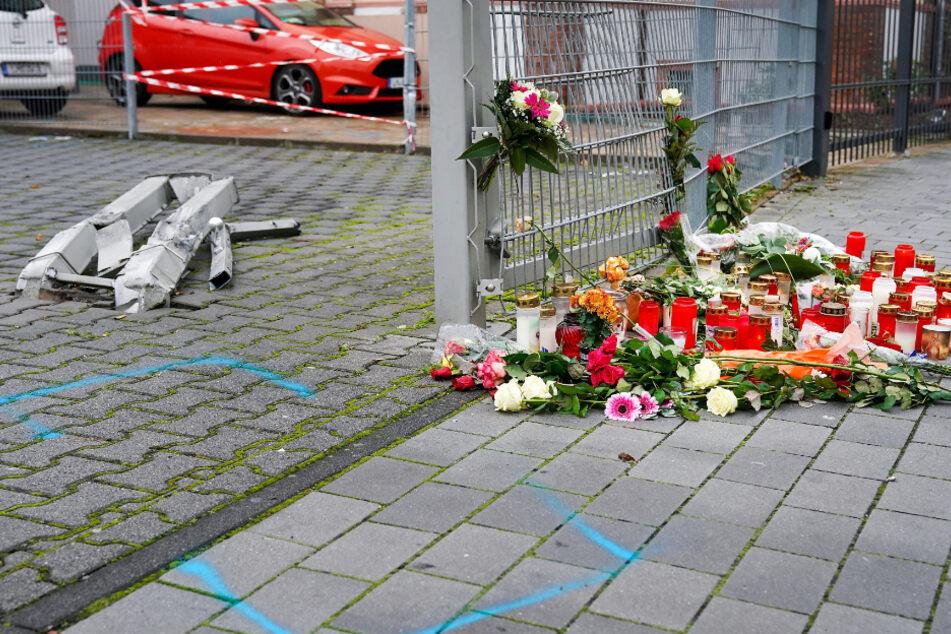 An der Unglücksstelle wurden zahlreiche Kerzen und Blumen abgelegt (Archivfoto).