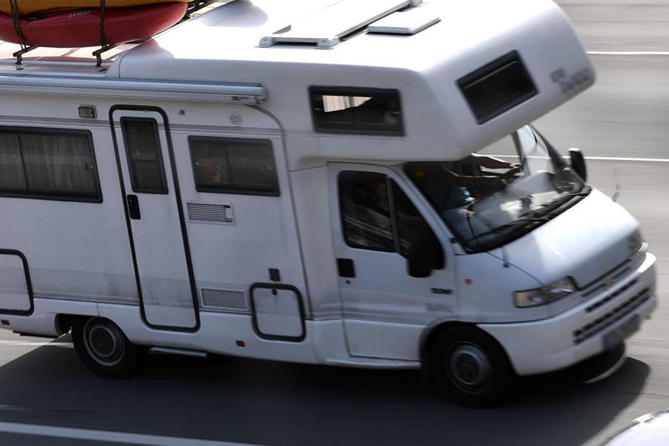 Unbekannte brachen in zwei Wohnmobile und in einen Kleintransporter Fiat Ducato ein (Symbolbild).