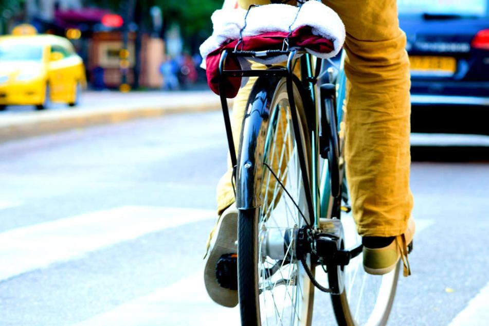 Mann will anderem Radfahrer ausweichen und stirbt!