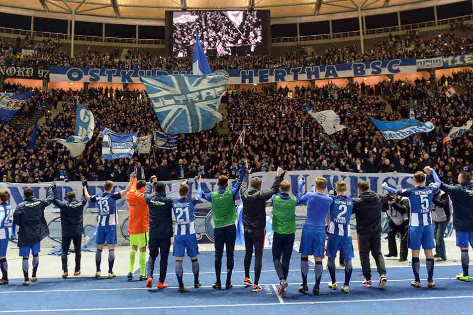 Auch gegen Liverpool und Klopp? Große Party im Olympiastadion am 16. Spieltag nach dem 2:0 Sieg gegen Darmstadt 2016.