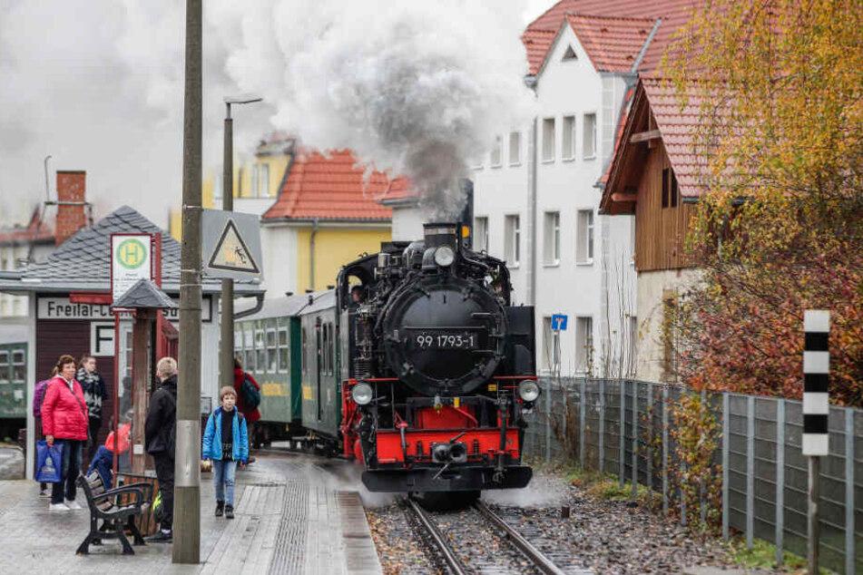 """""""Bimmelbahn und Lichterglanz"""": Mit Volldampf geht es mit der Weißeritztalbahn in den ersten Advent."""