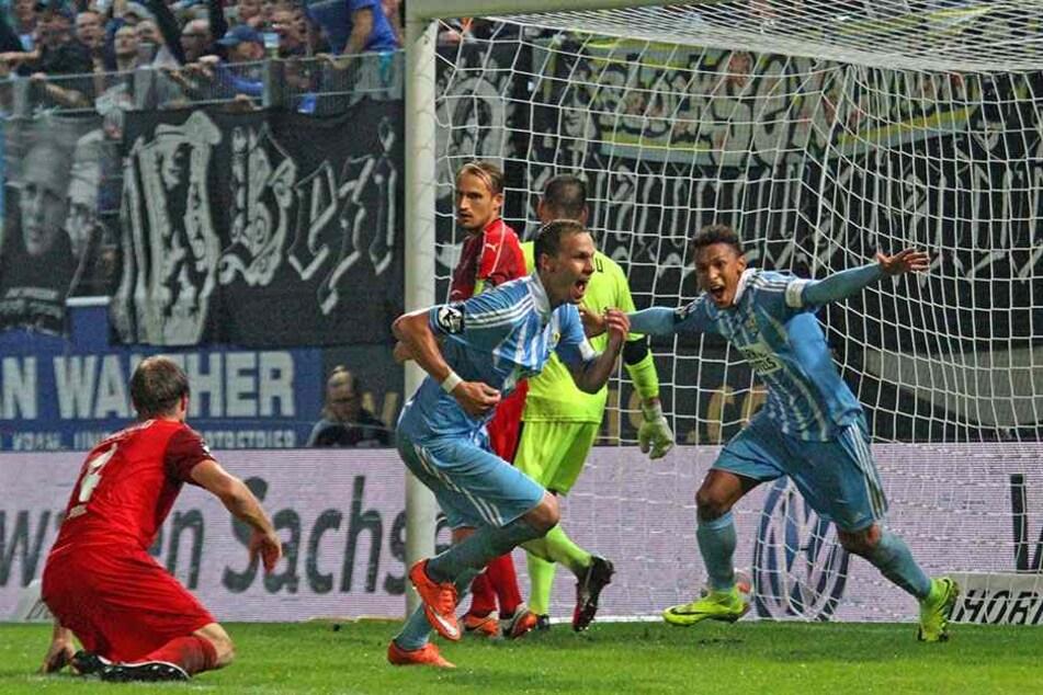 Hier jubelt Danneberg (im Vordergrund) mit Jamil Dem über das 1:0 gegen Zwickau.