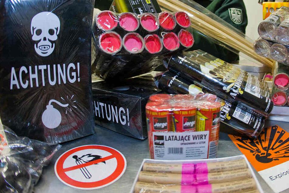 Die Polizei hat mehrere hundert Stück Pyrotechnik beschlagnahmt.