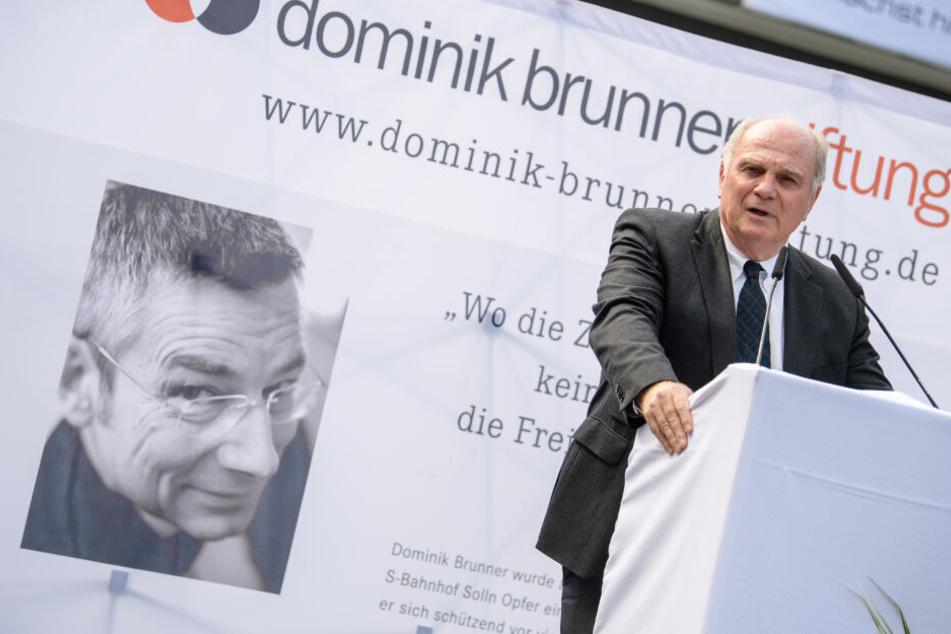 Uli Hoeneß, Vereinspräsident vom FC Bayern und Kuratoriumsvorsitzender der Dominik-Brunner-Stiftung, spricht auf der Gedenkveranstaltung anlässlich des 10. Todestages von Dominik Brunner.