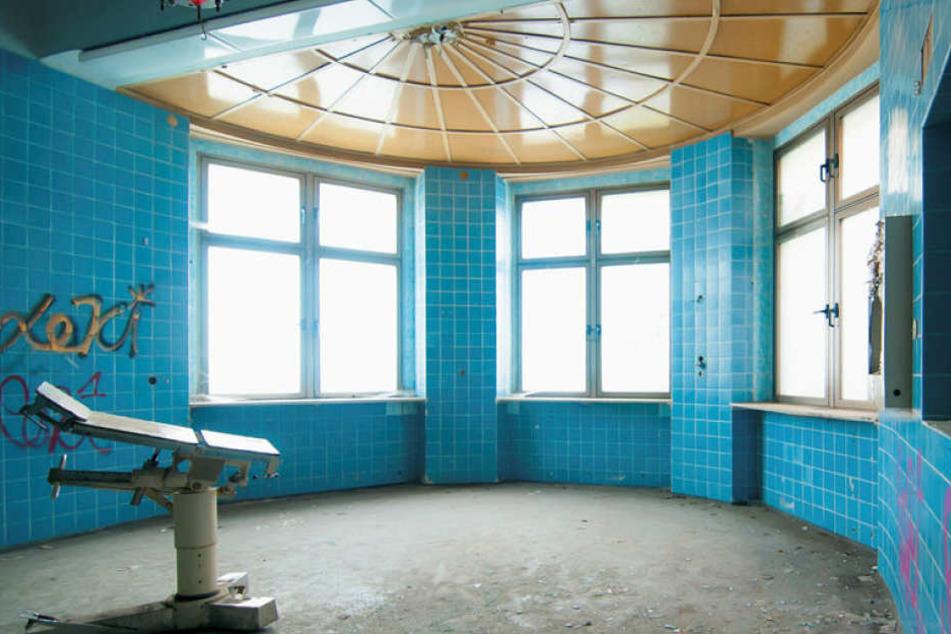 Das war mal ein OP-Saal im alten Landeskrankenhaus Meißen-Cölln, das im 19. Jahrhundert errichtet wurde und nun leer steht.