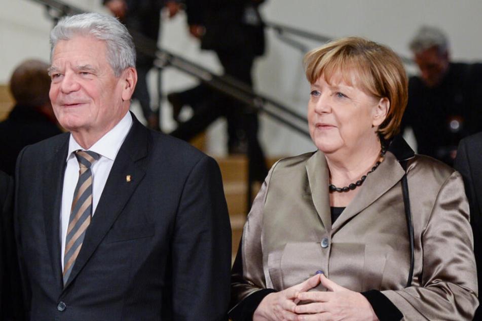Gemeinsam mit Bundeskanzlerin Angela Merkel besuchte Gauck eine öffentliche Veranstaltung. (Archivbild)