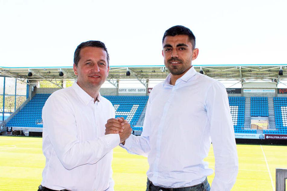 Ende April präsentierte CFC-Sport-Geschäftsführer Thomas Sobotzik Mittelfeldmann Georgi Sarmov (r.) als ersten Neuzugang für die kommende Saison.