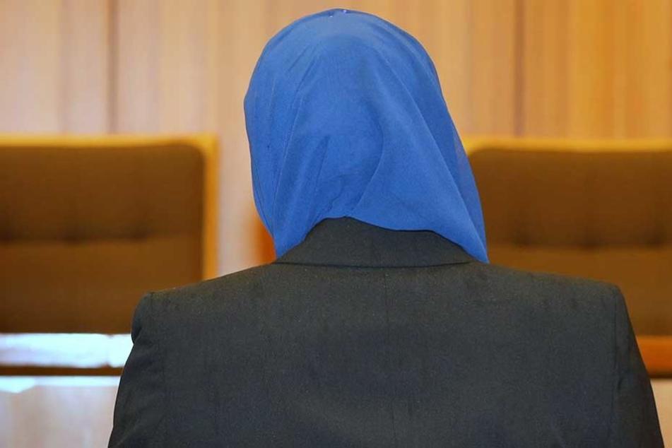 Die aus Syrien geflüchtete Frau kann sich nun auch mit Kopftuch von ihrem Mann scheiden lassen.