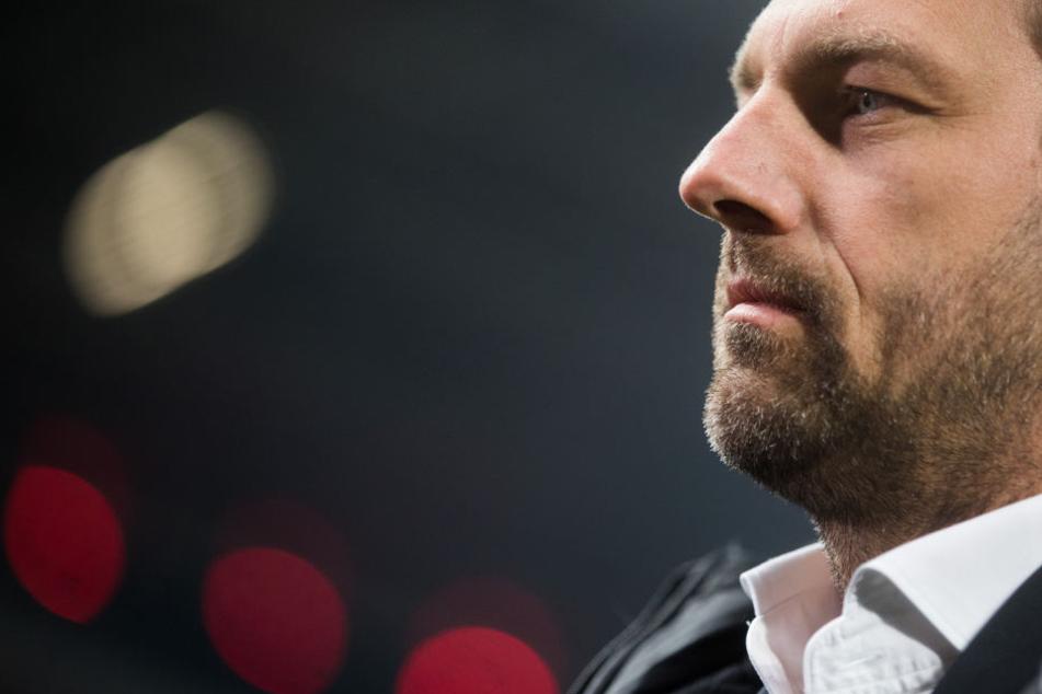 VfB-Coach Markus Weinzierl ärgerte sich über einen nicht gegebenen Elfmeter in der ersten Minute.