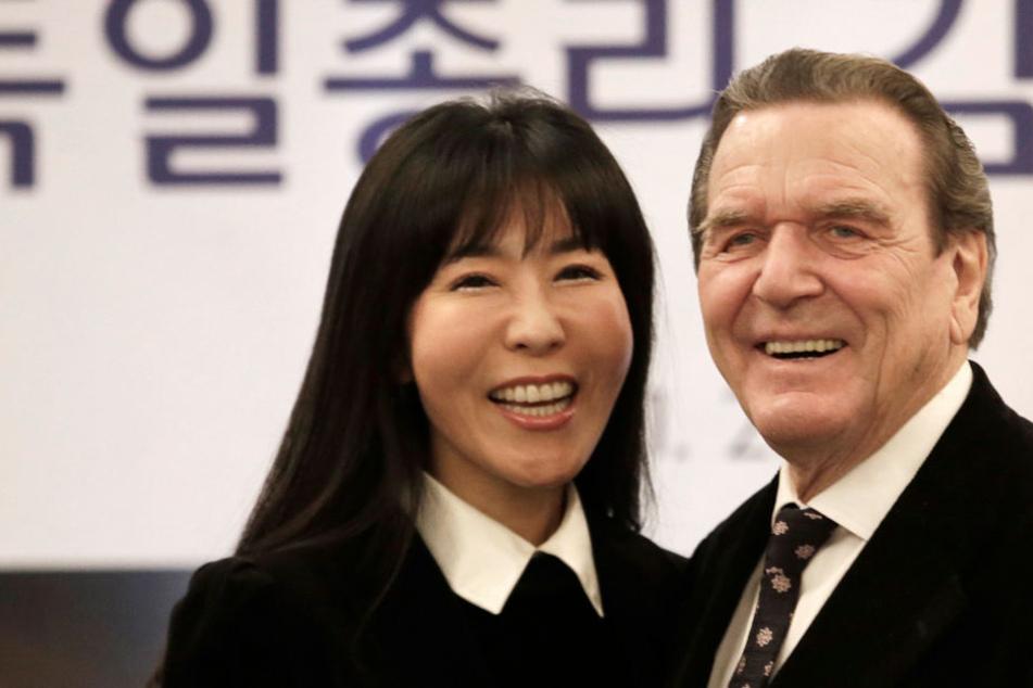 Gemeinsam mit seiner Frau Soyeon Kim wird Gerhard Schröder in Sachsen und Thüringen unterwegs sein.