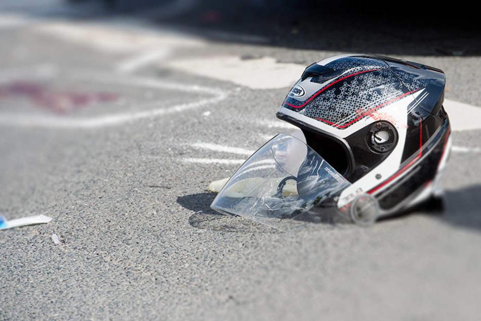 Zwei Menschen kommen bei schweren Motorradunfällen ums Leben