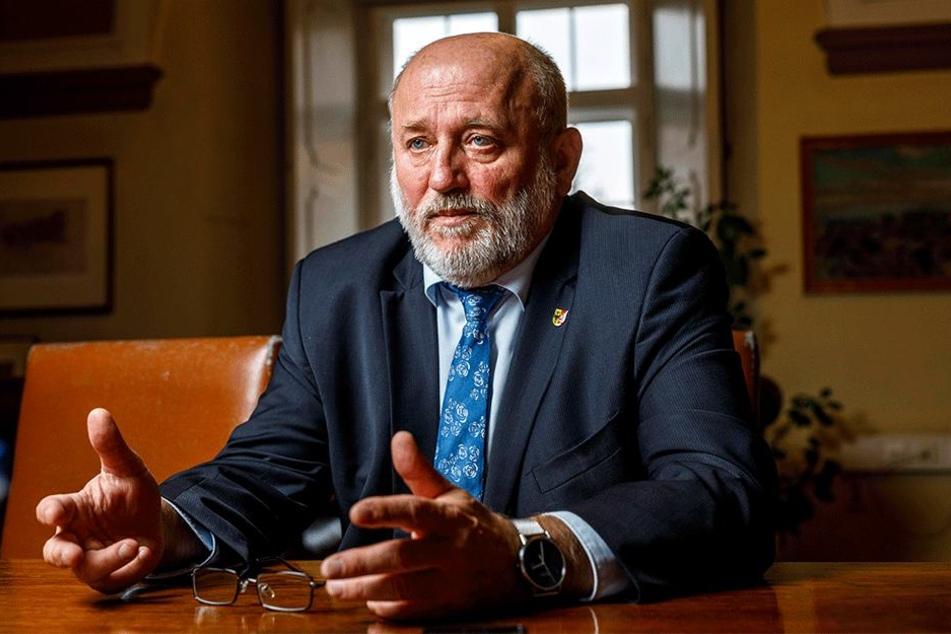 Der Görlitzer Oberbürgermeister Siegfried Deinege (62, parteilos) sorgt sich um die Zukunft seiner Stadt.