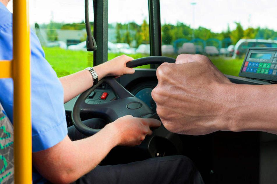 Unvermittelt schlug der Unbekannte zu, als der Busfahrer mit ihm nach draußen ging. (Symbolbild)