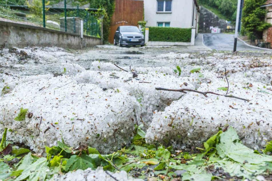 In einigen Ortschaften lagen die Hagelkörner einige Zentimeter hoch.