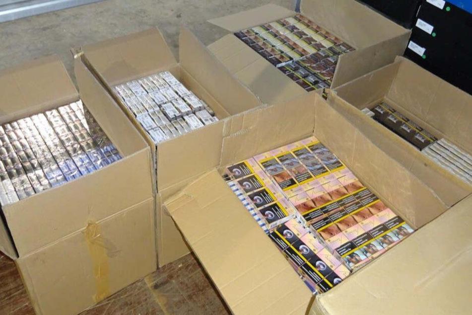 Zoll beschlagnahmt rund 72.000 Zigaretten