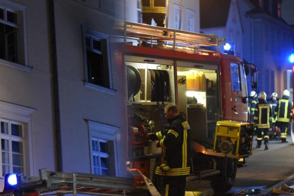 Nahe Görlitz: Kinderzimmer von Mehrfamilienhaus steht in Flammen
