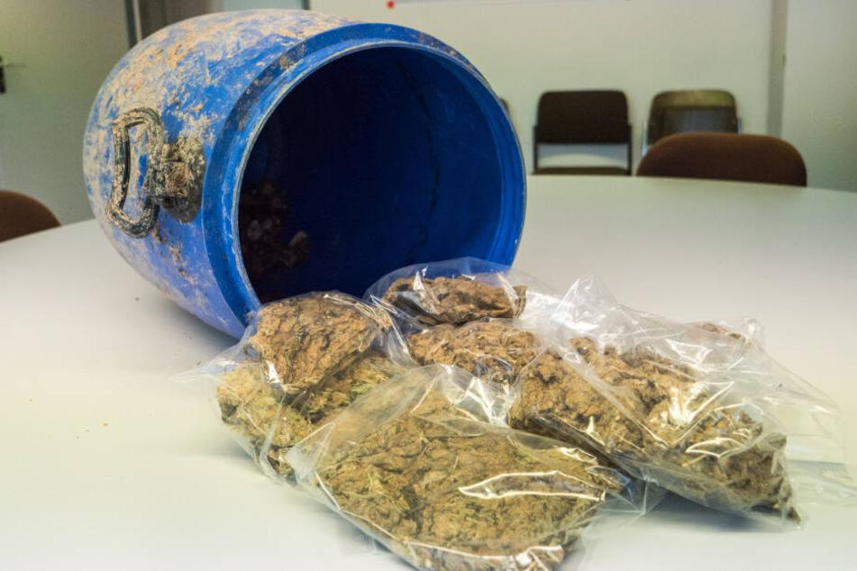 Insgesamt waren 2,74 Kilo Marihuana in dem Fass versteckt.