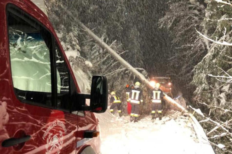 Klinik nach Wintereinbruch nicht erreichbar, weiterer Schneefall droht
