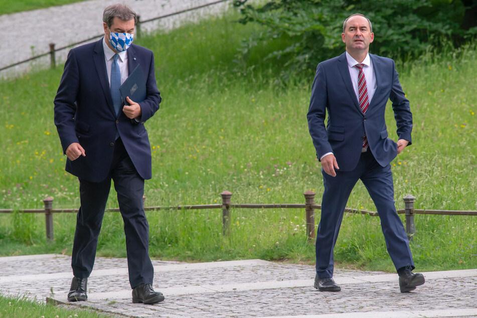 Zwischen Markus Söder (l. 53, CSU), Ministerpräsident von Bayern, und Hubert Aiwanger (49, Freie Wähler), stellvertretender Ministerpräsident und Staatsminister für Wirtschaft, knirscht es.