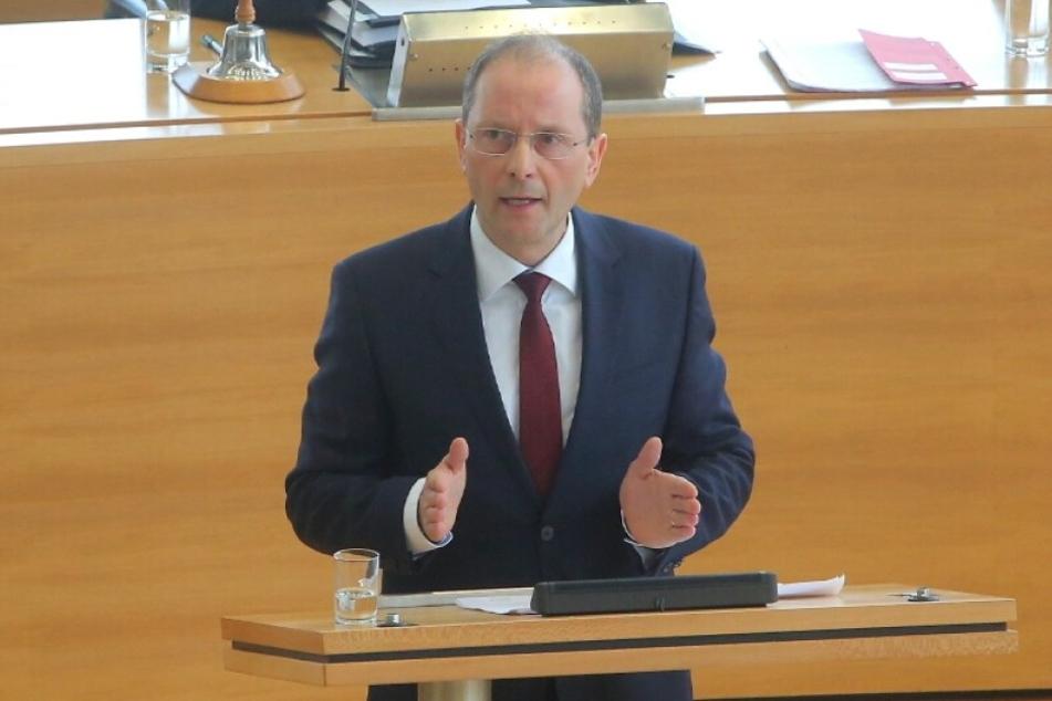 Markus Ulbig (52, CDU) gab am Mittwoch im Landtag eine Regierungserklärung ab.
