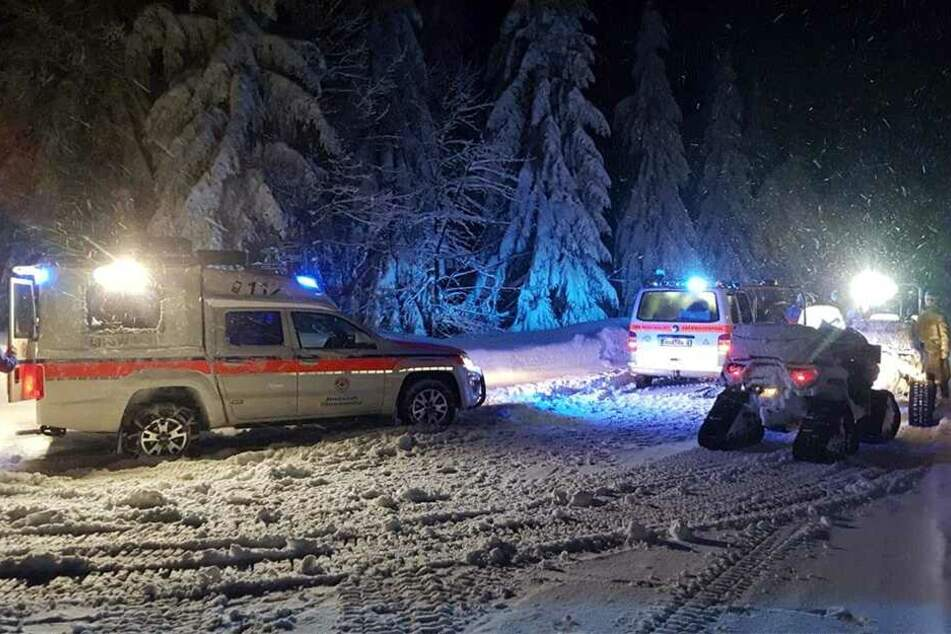 In Oberwiesenthal musste die Bergwacht mit schwerer Technik ausrücken, um sechs Wanderer aus dem Tiefschnee zu befreien.