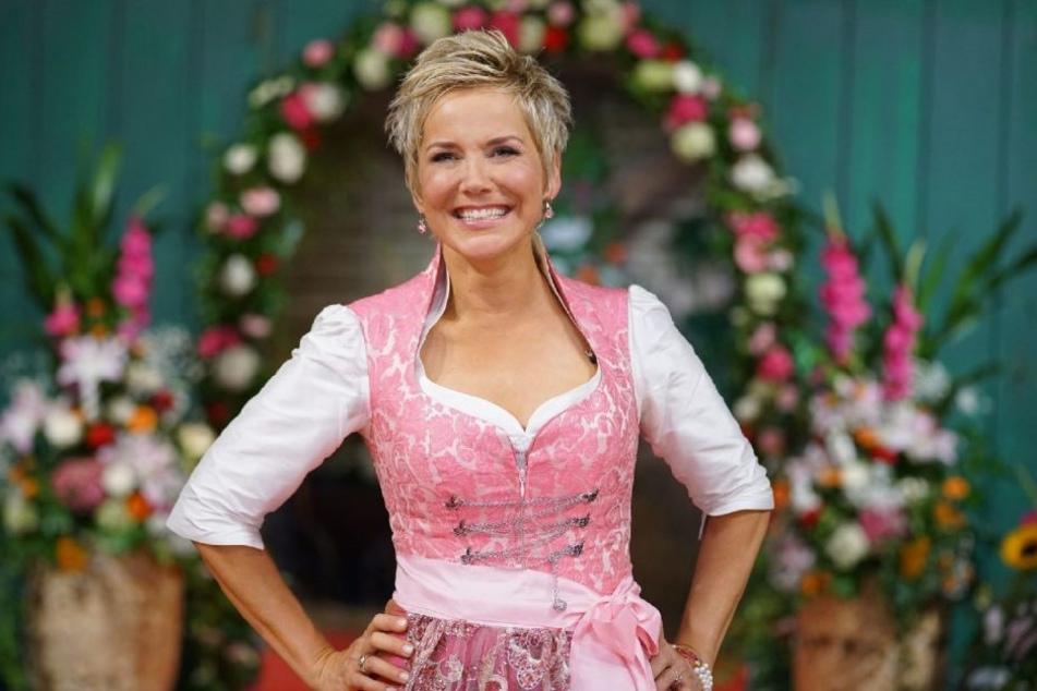 """Inka Bause moderiert bereits seit 2005 die RTL-Kuppelshow """"Bauer sucht Frau""""."""