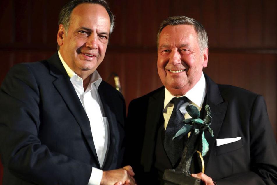 ASB-Chef Knut Fleckenstein (64) überreichte Roland Kaiser (66) die Auszeichnung.