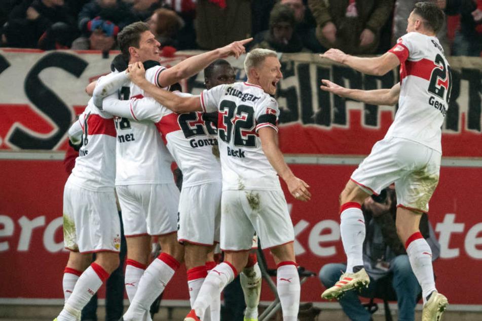 Jubel nach dem 2:1-Treffer von Mario Gomez (links). Die Freude über den Sieg währte nicht lange.