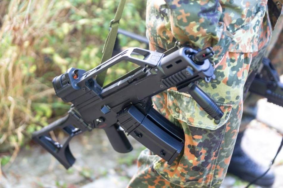 Mehrere Araber hantierten in einer Leipziger Pizzeria mit Softair-Waffen. Deshalb schritt die Polizei ein.