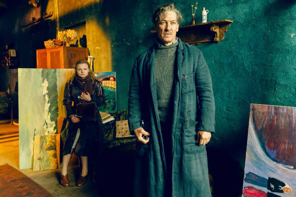 Max Ludwig Nansen (Tobias Moretti) bekommt ein Berufsverbot. Dennoch malt er weiter, unter anderem auch Hilke Jepsen (Maria Dragus).