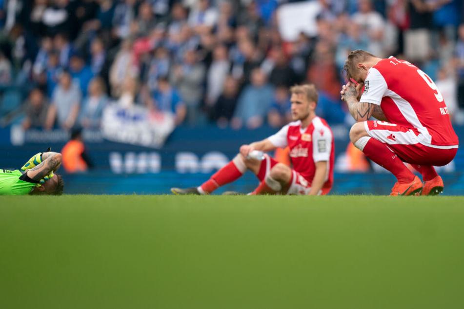 Trauer statt großer Freude: Der 1. FC Union konnte nicht direkt in die Bundesliga aufsteigen.