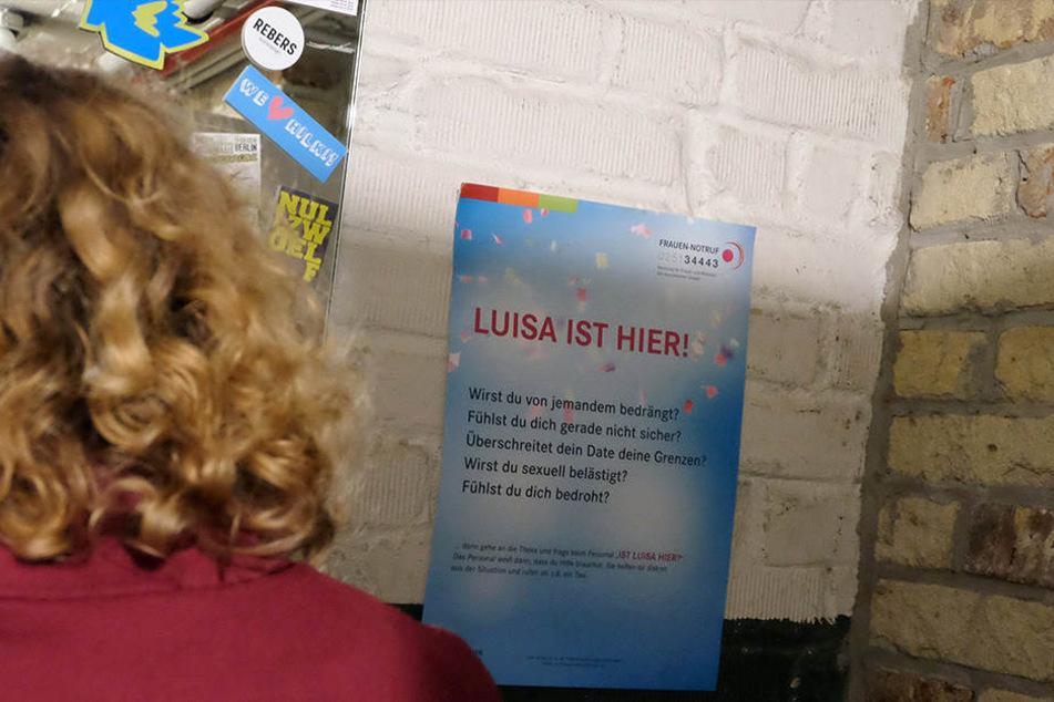 """Ein Plakat informiert im Cafe """"Fyal"""" in Münster über die Aktion."""