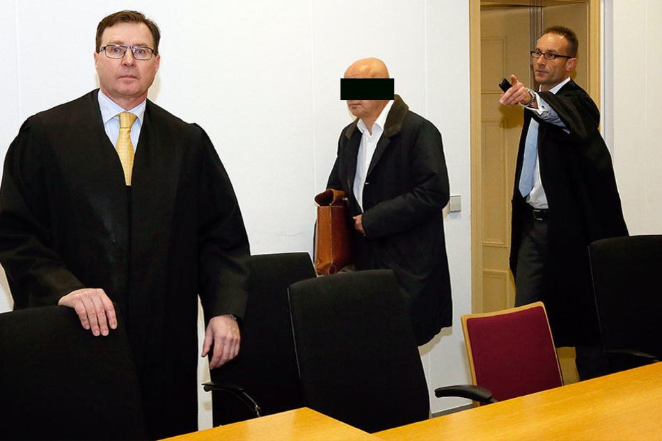 Dem Apotheker drohen bei einer Verurteilung bis zu fünf Jahre Haft.