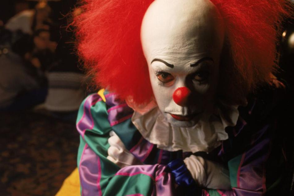 """Der einzig wahre Horror-Clown: Pennywise (Tim Curry) kehrte - wie auch in der Buchvorlage zu """"ES"""" - nach 27 Jahren zurück. Kabel Eins zeigt die Fassung von 1990."""