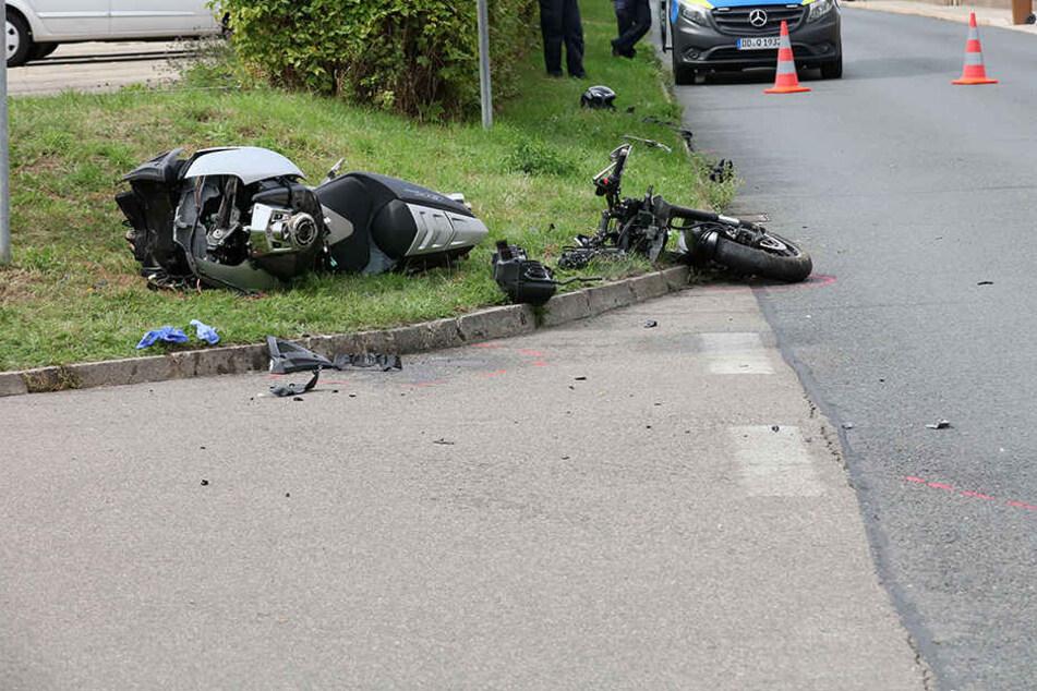 Das Motorrad wurde bei dem Unfall regelrecht auseinandergerissen.