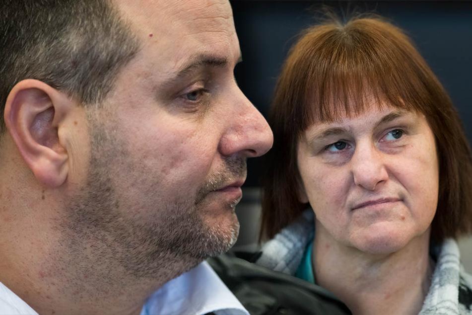 Wilfried W. (links) und Angelika W. sitzen auf der Anklagebank.