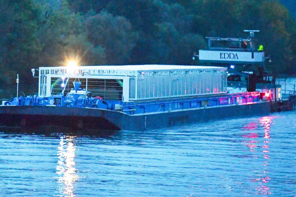 Es ist bereits das dritte Castor-Transportschiff, das die EnBW den Neckar hinabschwimmen lässt.