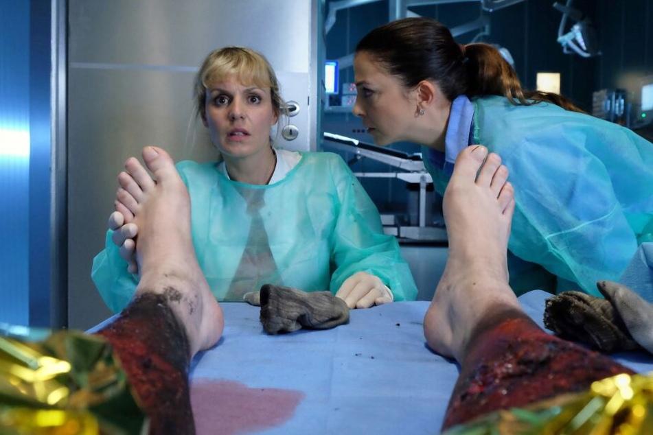 Völlig geschockt muss Dr. Lea Peters bei der Untersuchung des Brandopfers feststellen, dass es sich um ihren Freund handelt. Kurz darauf stirbt er.