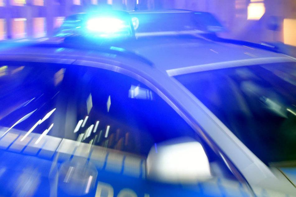 Drei Männer wurden von der Polizei festgenommen. (Symbolbild)