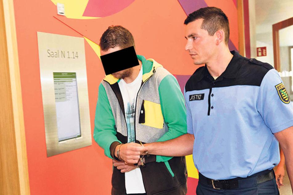 Maik K. (29) kassierte für die gehorteten Böller Knast.
