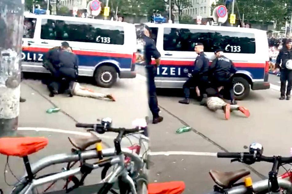 Dieser Polizeibus hätte fast den Demonstranten überrollt.