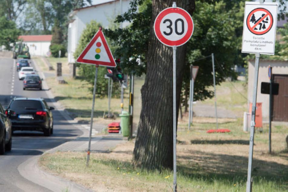 Wie hier in Böhlendorf weist ein Schild auf eine öffentliche Toilette hin. Doch viele Wildpinkler ignorieren das.