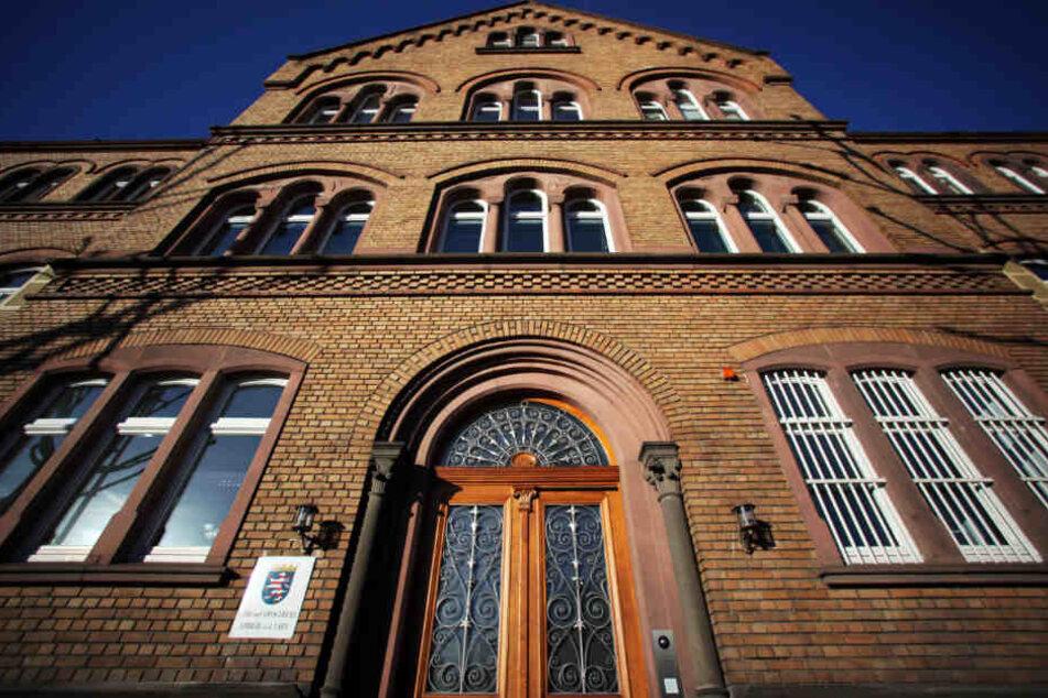 Vor dem Landgericht Limburg (Archivbild) sind zunächst sechs Verhandlungstage für diesen Fall eingeplant.