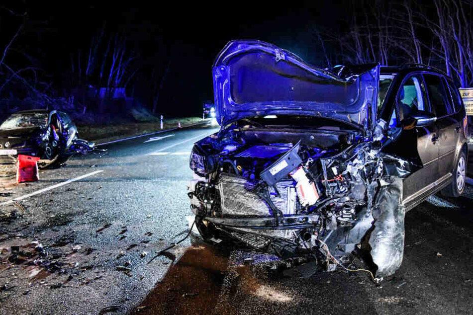 Bei dem Unfall musste die Fahrerin von der Feuerwehr befreit werden.