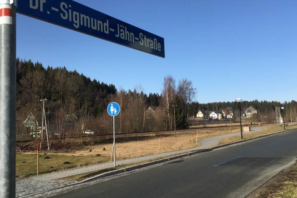 Die Sigmund-Jähn-Straße hieß vorher Bahnhofstraße und führt am Raumfahrtmuseum vorbei.