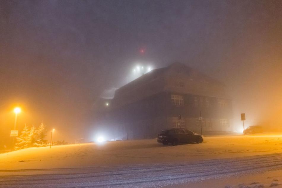 In der Nacht zu Dienstag schneite es kräftig auf dem Fichtelberg.