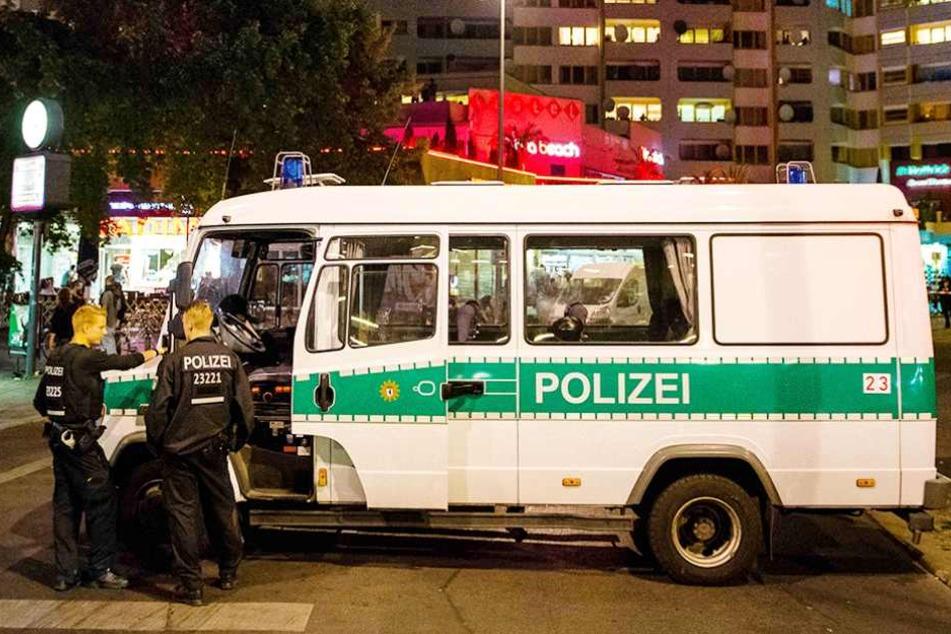Polizisten am Kottbusser Tor, einem der Kriminalitätsschwerpunkte in Berlin.